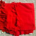 Červená deka s třásněmi